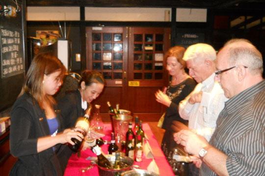 GWT-12Oct05-LP-Food-Wine-(12)